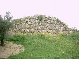 Muralla ciclópea íbera en las inmediaciones de Torredelcampo.